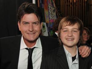 Charlie Sheen e Angus T. jones